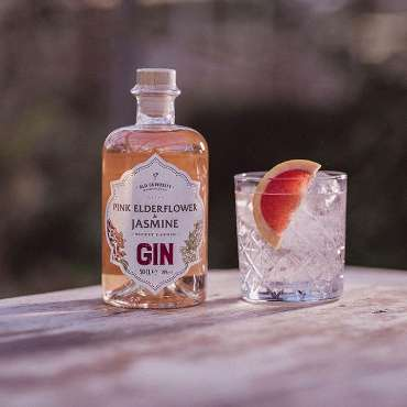 pink elderflower and jasmine gin makes the perfect picnic drink